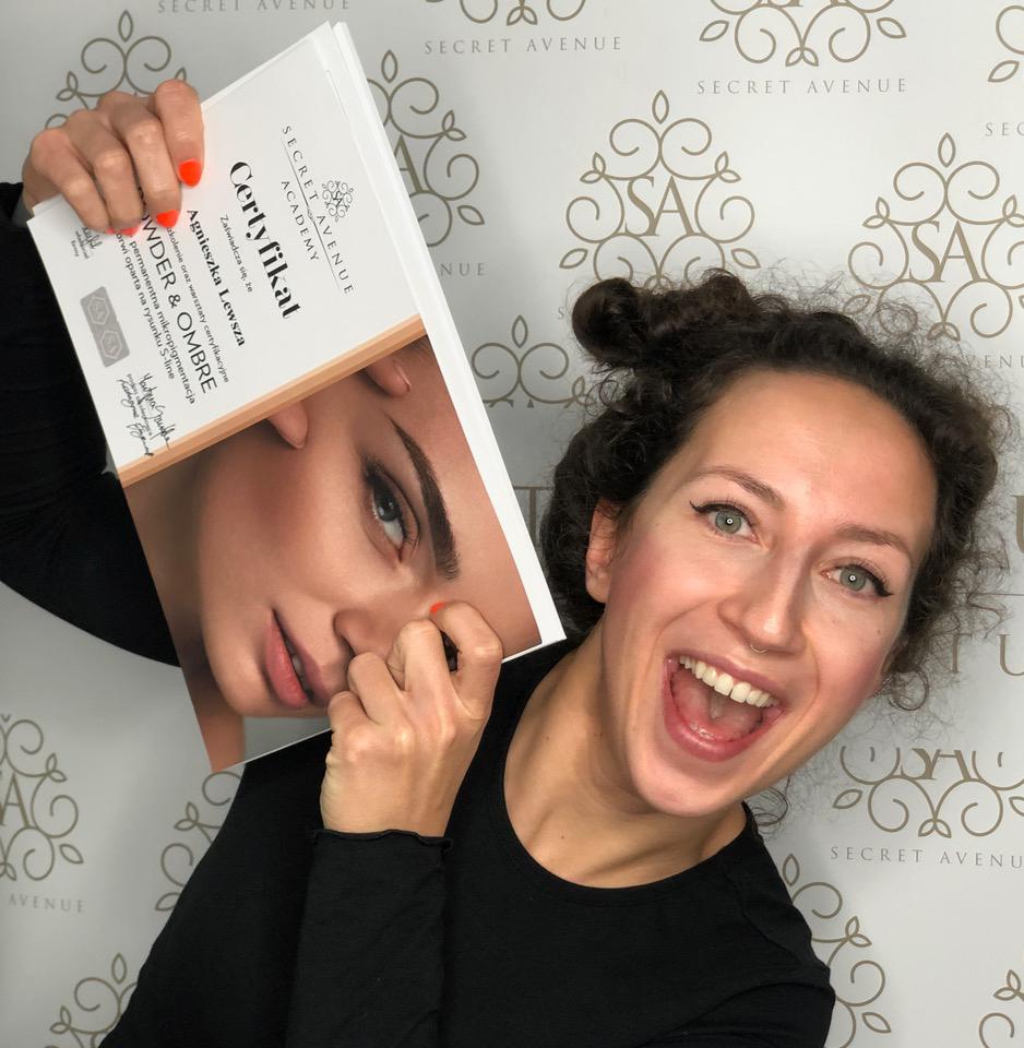 kursy kosmetyczne zadowolona kursantka